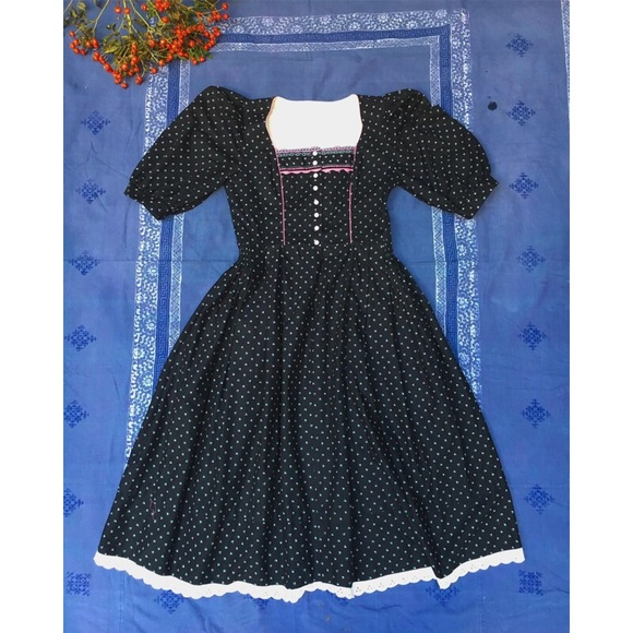 Vintage Dresses & Skirts - Vintage Midi Dirndl Austrian Dress